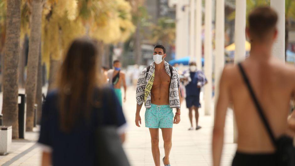 Urlaub mit Mundschutz – ein typisches Bild in Corona-Zeiten.