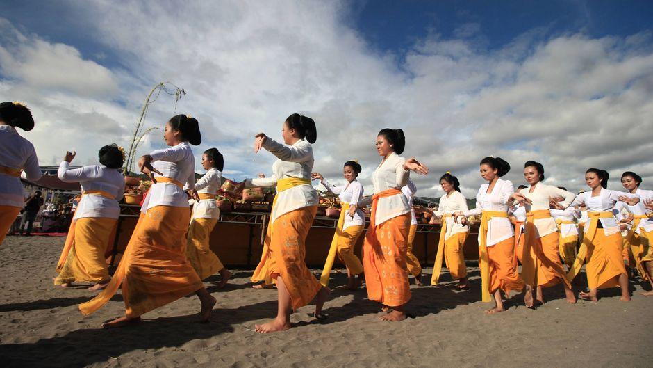 Nach den Reinigunsritualen fällt das hinduistische Bali für 24 Stunden in einen Dornröschenschlaf.