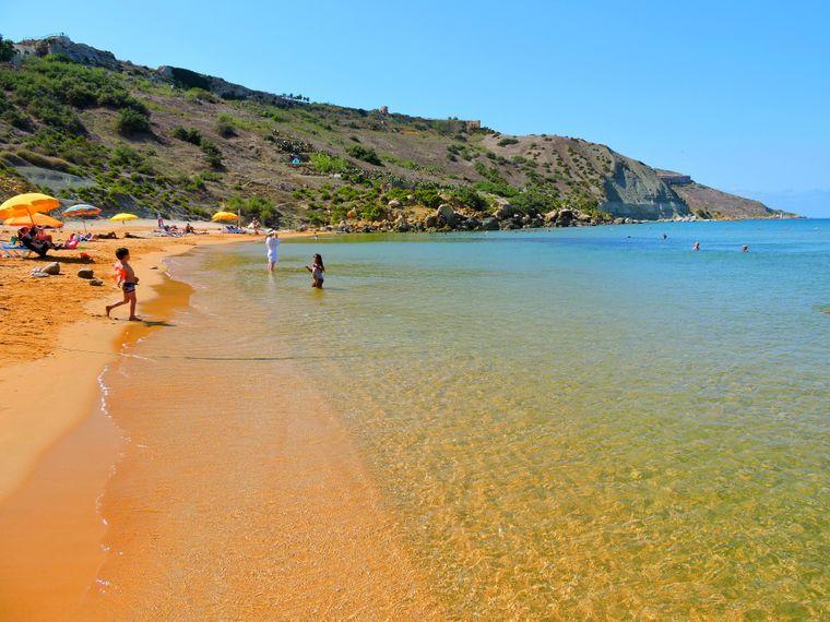 Die Ramla Bay gehört zu den schönsten Stränden auf Malta.