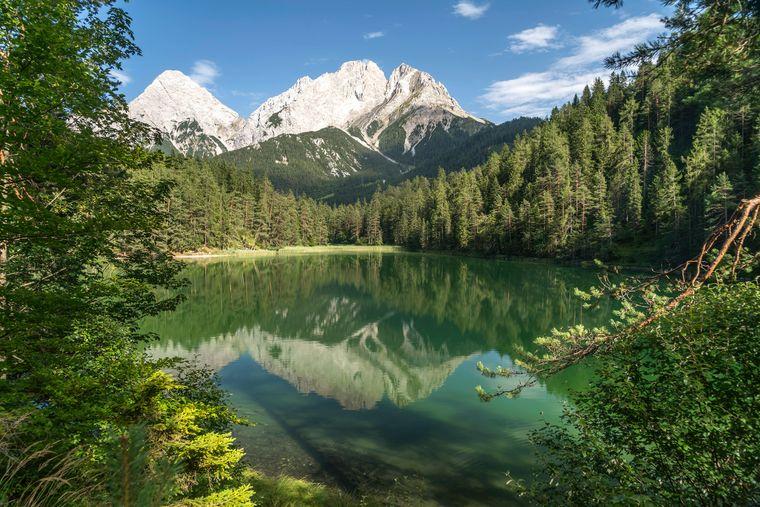 Der wunderschöne Bergsee Mittersee bei Biberwier in Tirol.