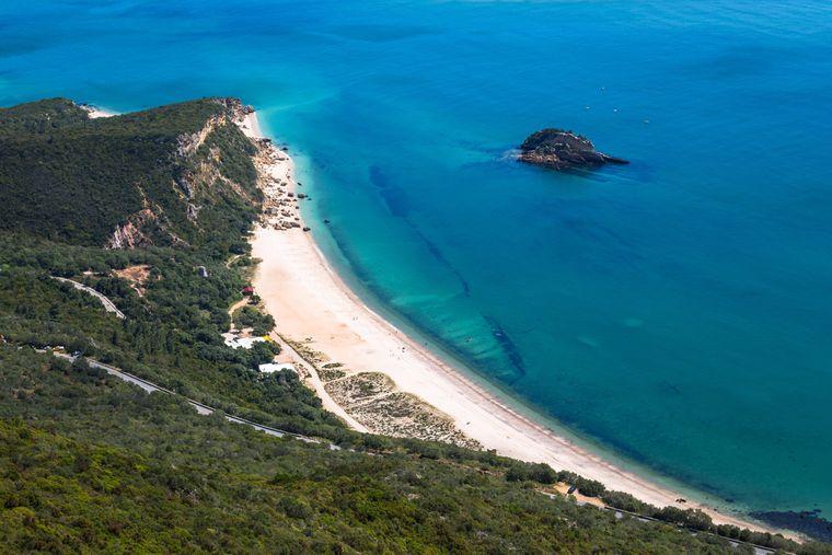 Der Nationalpark Arrabida in Setubal beherbergt eine traumhafte Küste.