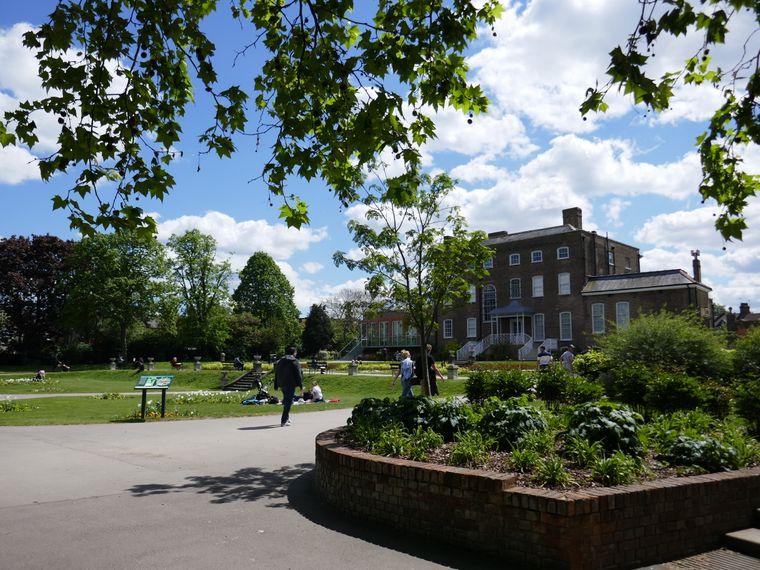 Blick auf dem Park und die William Morris Gallery.