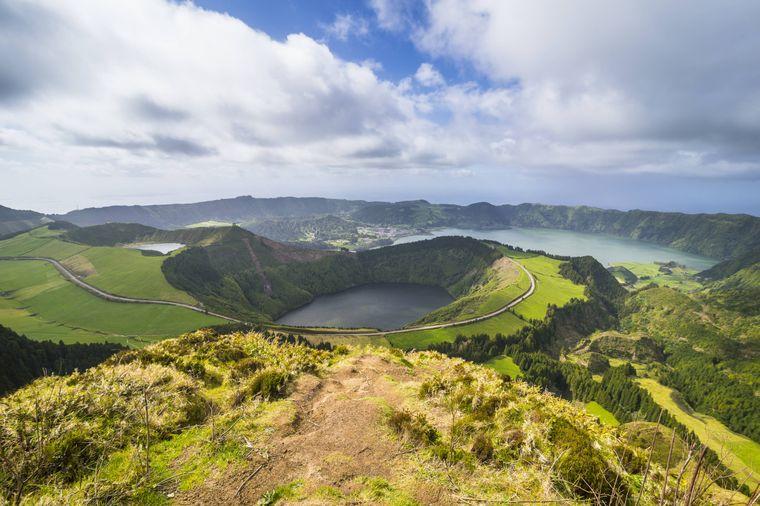 Blick auf die Lagoa das Sete Cidades auf der Azoren-Insel San Miguel.
