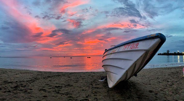 Sonnenuntergang am Strand von Tobago.