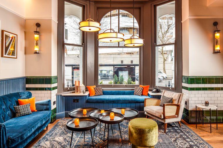 Das Hotel befindet sich im Herzen von Kensington und bietet neben Zimmern auch eine Lobby-Bar und einen Speisesaal.