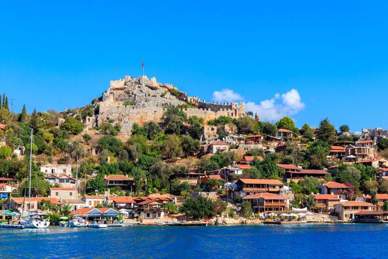 Allein wegen des romantischen Hafens ist Kaş sehenswert.