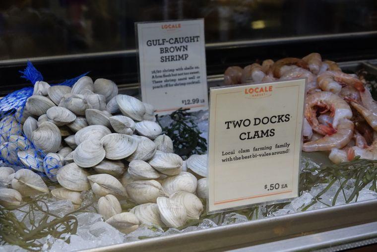 """In maximal 24 Stunden landen Aarons Clams im """"Locale Market""""."""