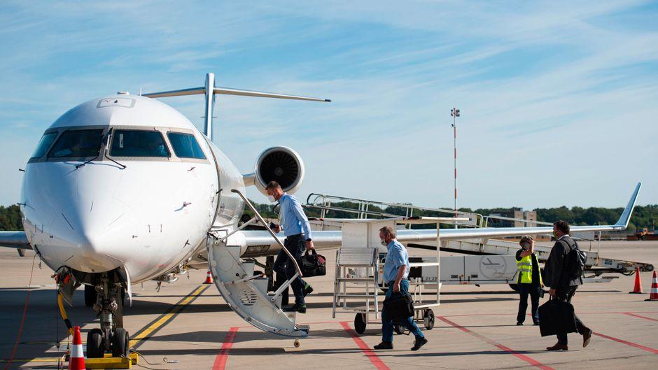 Der Erstflug der Lufthansa am Flughafen Münster/Osnabrück – auch Menschen aus einigen Drittstaaten dürfen bald wieder in die EU reisen.