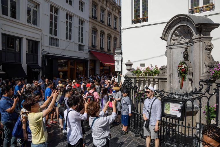 Das Manneken Pis ist sehr beliebt bei Touristen.