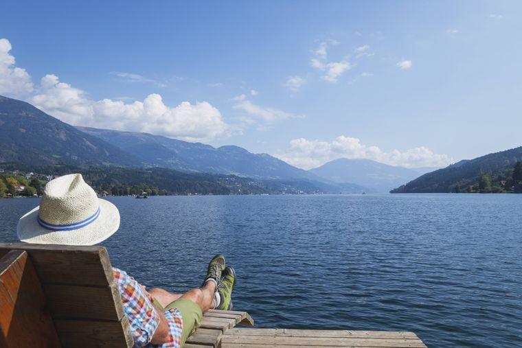 Der Millstätter See lädt zum Relaxen mit herrlicher Aussicht ein.