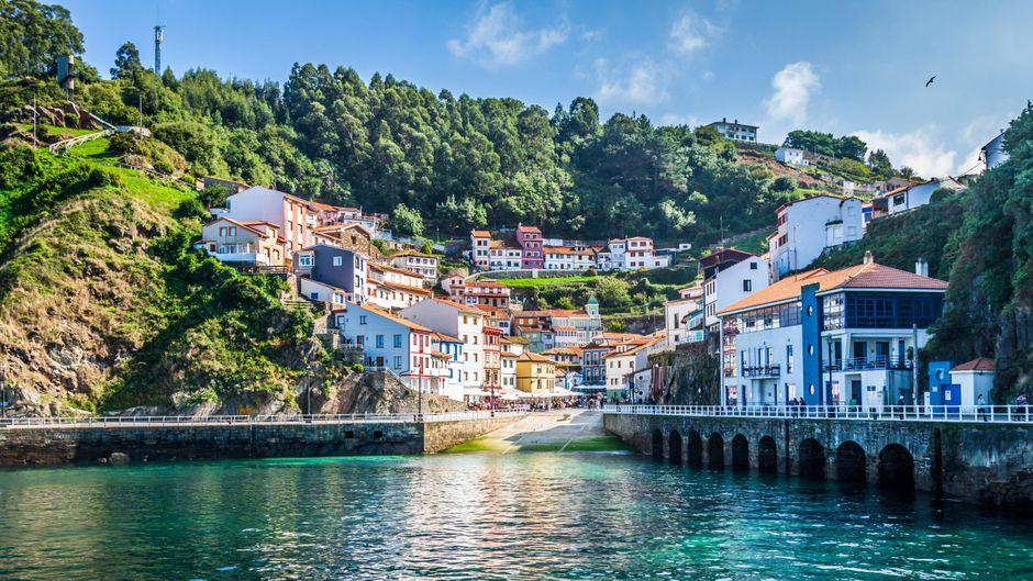 Cudillero ist ein Fischerdorf in Asturien.