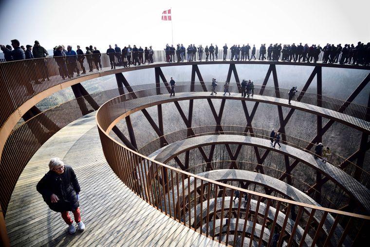 Am Eröffnungswochenende strömten rund 2.500 Besucher auf den Turm, der jetzt offiziell der höchste Punkt in Seeland ist.