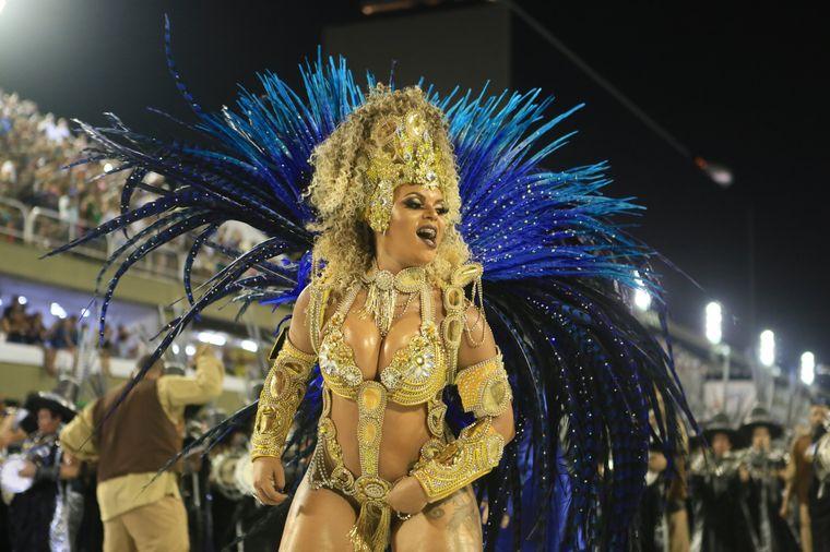"""Die """"Königin der Trommler"""" von der Sambaschule Paraíso do Tuiuti führte den Karnevalszug an."""