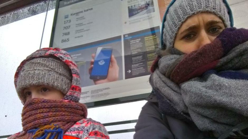 Emma (26) und Lia (6) reisen gemeinsam zum nördlichsten Bahnhof Europas.