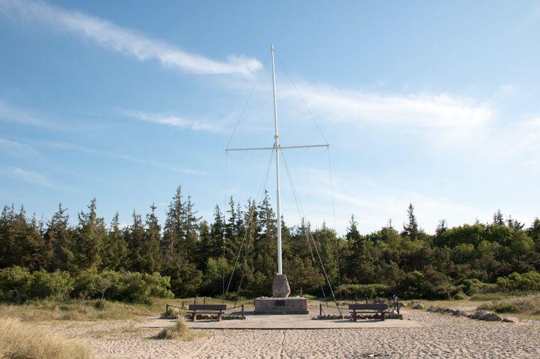 """Das Niobe-Denkmal erinnert an das Unglück des Schulschiffs der Reichsmarine """"Niobe""""."""