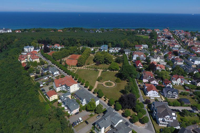 An den Lindenpark grenzt der Kühlungsborner Stadtwald. Eine grüne Oase direkt am Meer.