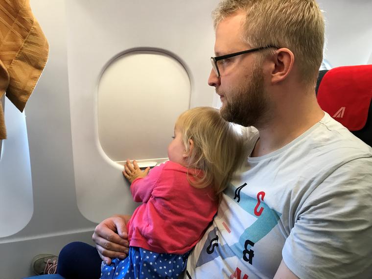 Glücklich sieht anders aus: Alexander Müller und seine Tochter Madita.