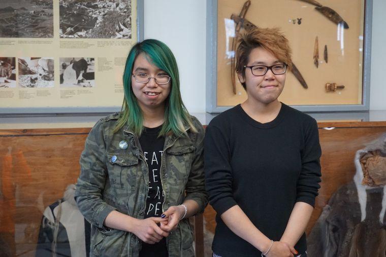 Juliette und Nadine, Schülerinnen der Helen Kalvak Elihakvik School.