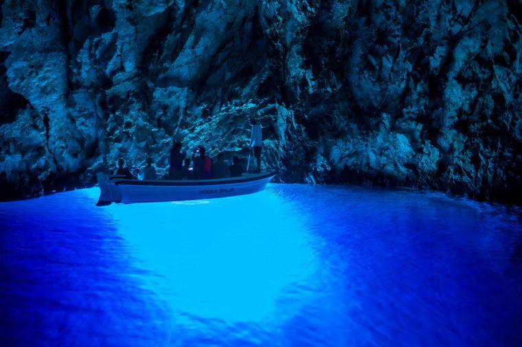 Die beeindruckende Blaue Grotte auf der Insel Biševo.