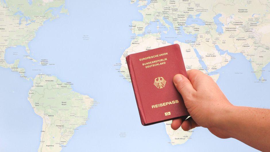 Mit dem deutschen Reisepass können Touristen theoretisch trotz Corona-Krise visafrei in 123 Länder rund um die Welt reisen.
