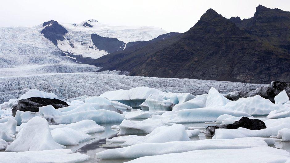 Der Gletschersee Fjallsárlón im Vatnajökull-Nationalpark, der aus Islands größtem Gletscher besteht.