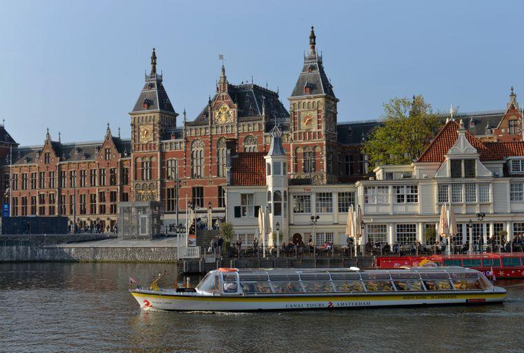 Der Hauptbahnhof Centraal in Amsterdam.