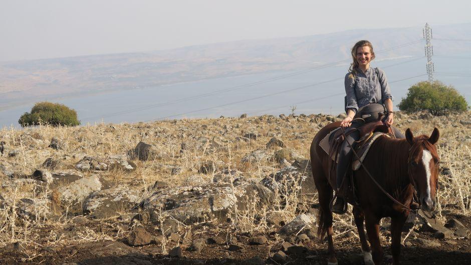 Unsere Autorin Friederike Ostermeyer hat Israels Wüste vom Pferderücken aus erkundet.