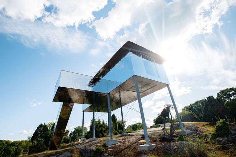 In der Lodge im Safaripark Blekinge können die Bewohner durch einen Glasboden schauen und dabei Tiere erspähen.