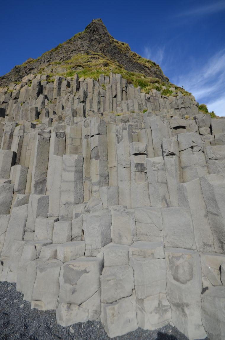 Die Basaltsäulen am Strand nahe Vík í Mýrdal im Süden Islands sind während der Pandemie auch wenig besucht.