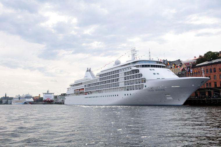 Shipspotting in Stockholm geht mitten in der Stadt.