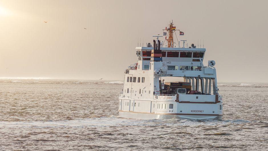 Insel-Hopping: Mit der Fähre kommst du beispielsweise von Norddeich nach Norderney oder nach Juist.