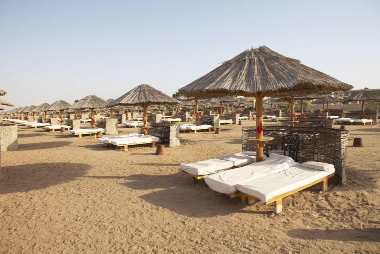 Sonne pur gibt's am Strand von Soma Bay in Hurghada. In dem Ort in Ägypten bekommst du Wasser für 23 Cent.