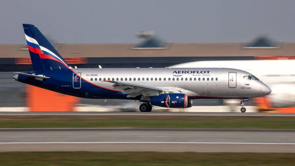 An die russische Aeroflot wurden bislang 50 Suchoi Superjet 100 ausgeliefert. Eine Maschine ging am Sonntag in Flammen auf.