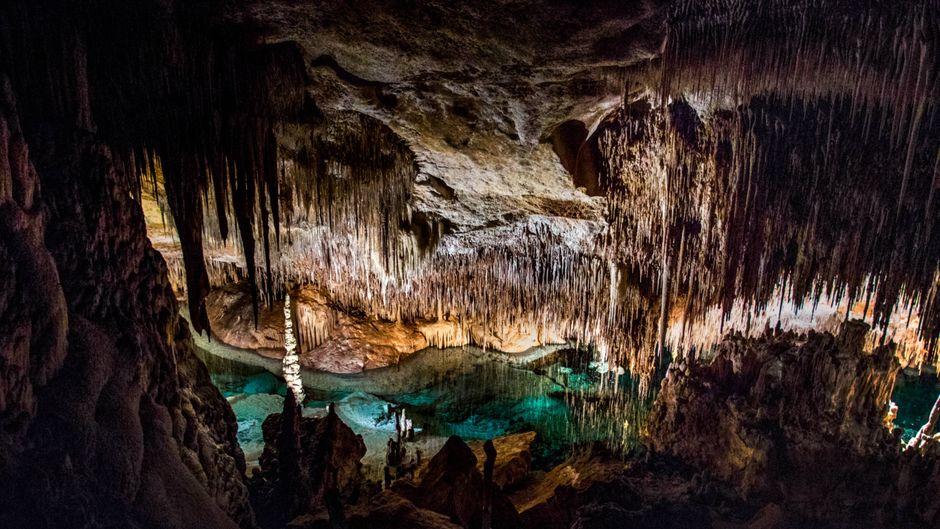 Ein echtes Naturschauspiel: Deinen Besuch der Tropfsteinhöhlen Cuevas del Drach bei Cala d'Or wirst du so schnell nicht vergessen!