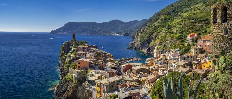 Die malerischen Dörfer der Cinque Terre sind über Wanderwege miteinander verbunden.
