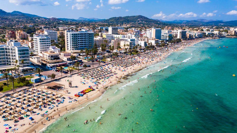 Tui plant, bereits Ende Juni wieder in Richtung der beliebten Urlaubsinsel Mallorca zu fliegen. (Symbolbild)