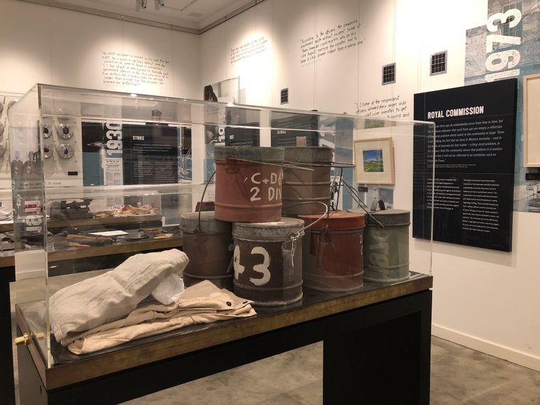 In mehreren Ausstellungsräumen von Fremantle Prison sind Relikte aus vergangenen Zeiten zu sehen.