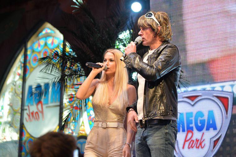 Auf der Bühne des Megaparks kannst du Entertainer wie Isi Glück und Mickie Krause live erleben.