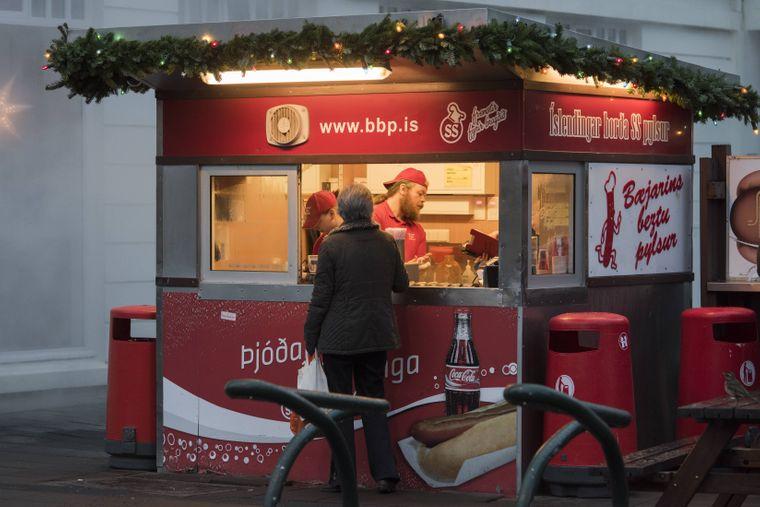 Hier gibt's den besten Hotdog der Stadt: Bæjarins Beztu Pylsur.