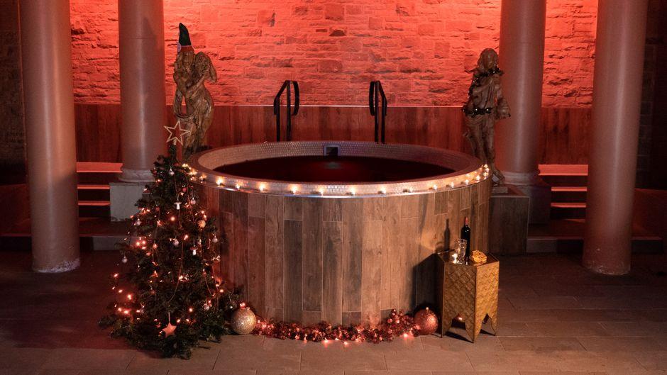 Der erste und weltweit einzige Glühwein-Whirlpool steht in Macclesfield in England, etwa 45 Fahrminuten von Manchester entfernt.