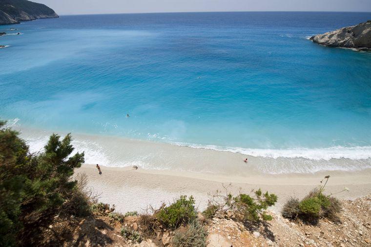 Frei von Touristenmassen: der Strand von Porto Katsiki auf der Insel Lefkas in Griechenland.