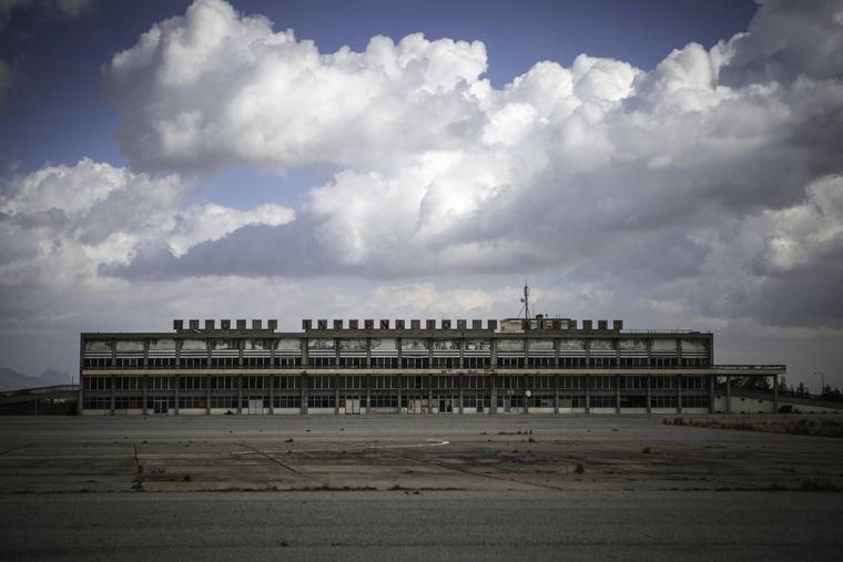 Während des Zypernkonflikts wurde der Airport von Luftstreitkräften zerstört und sogar zur UN-Schutzzone erklärt.