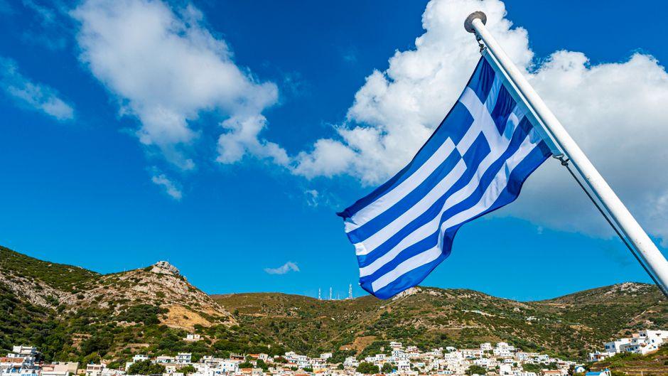 Typisch für Griechenland: die blaue Flagge mit dem weißen Kreuz.