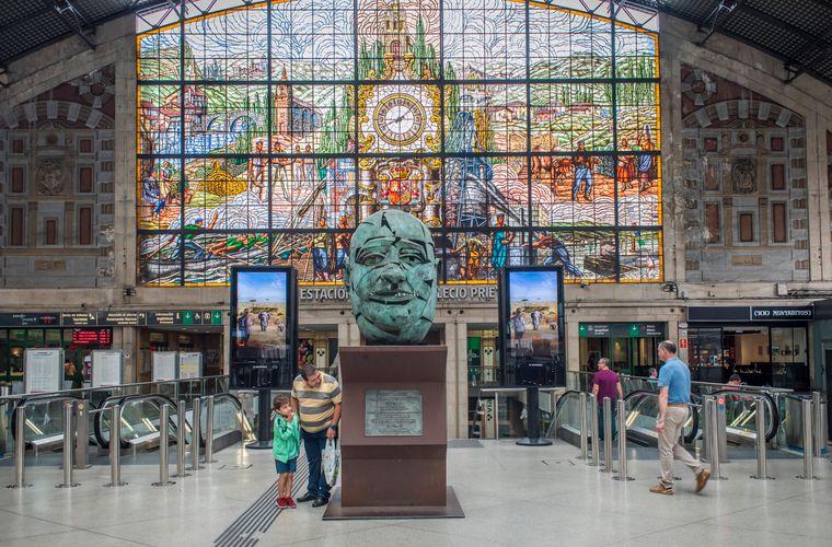 Der Bahnhof Abando ist der Hauptbahnhof der baskischen Stadt Bilbao.