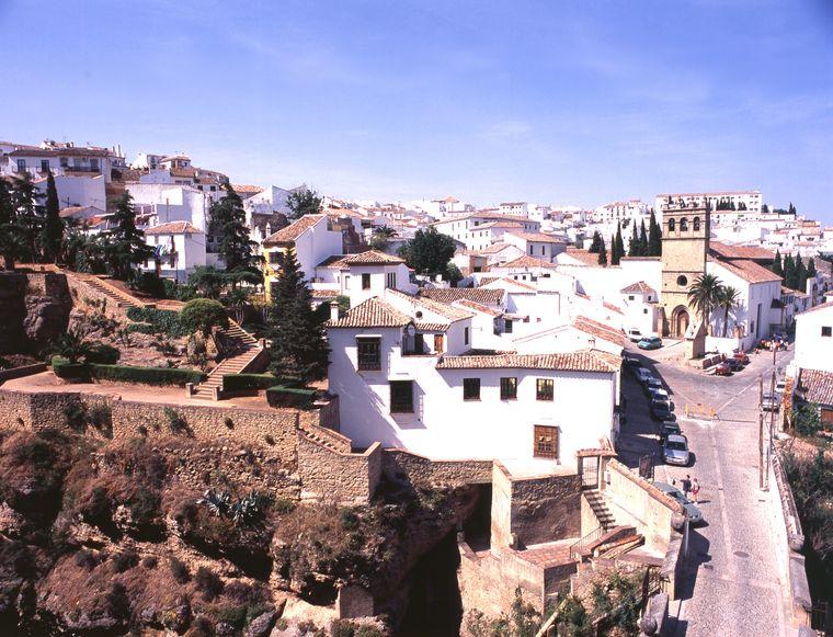 Andalusien ist bekannt für seine weißen Dörfer, als eines der schönsten gilt schon immer Ronda unweit von Málaga.
