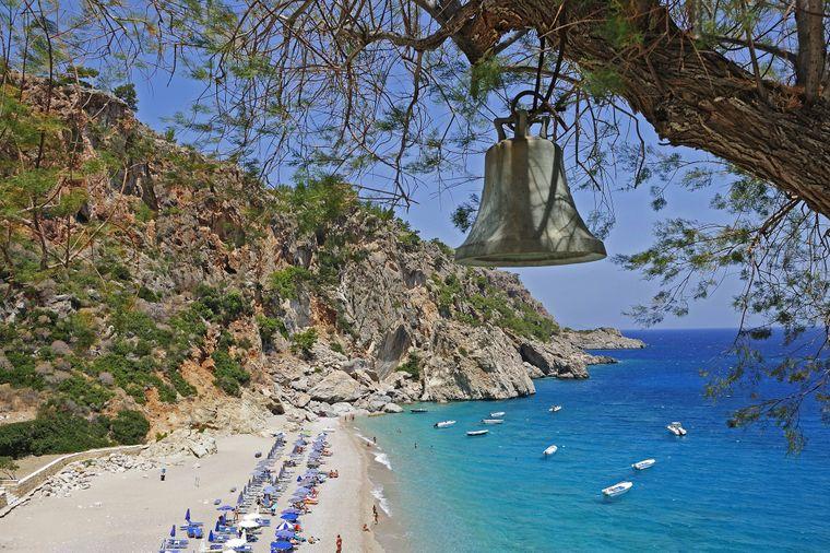 Karpathos ist mit einer Gesamtfläche von etwas mehr als 300 Quadratkilometern die zweitgrösste Insel des Dodekanes und liegt fast genau in der Mitte zwischen Rhodos und Kreta.