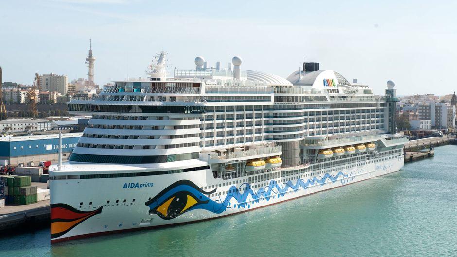 """Das Kreuzfahrtschiff """"Aida Prima"""" im Hafen von Cadiz (Spanien)."""