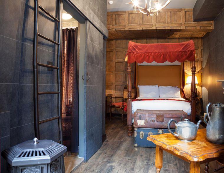 Eine Zauberer-Kammer im Georgian House in London. Sie ist angelehnt an die Optik der Schlafsäle in Hogwarts.