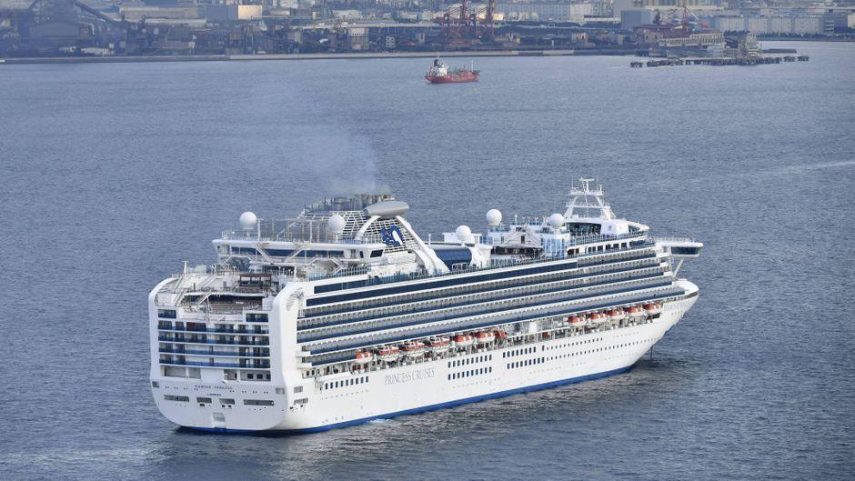 """Japan lässt Tausende Passagiere und die Crew auf der """"Diamond Princess"""" auf das Coronavirus testen."""