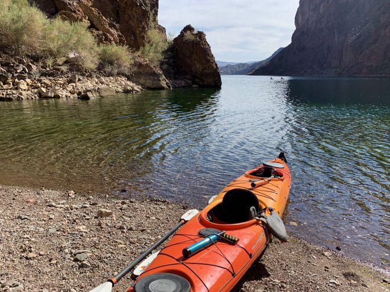 Raus in die Natur: Kayak-Tour auf dem Colorado River.